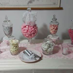 Petite candy buffet pink and white