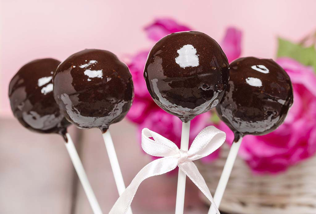 Chocolate cake pops on pink romantic background